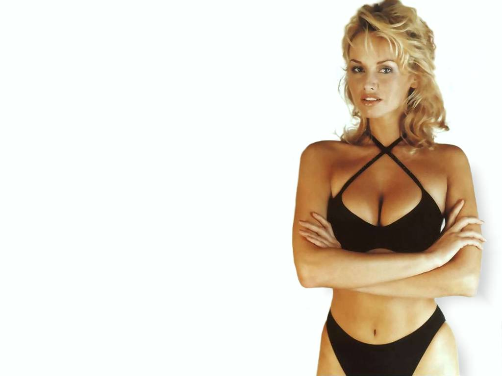 Adriana Karembeu - Beautiful Photos