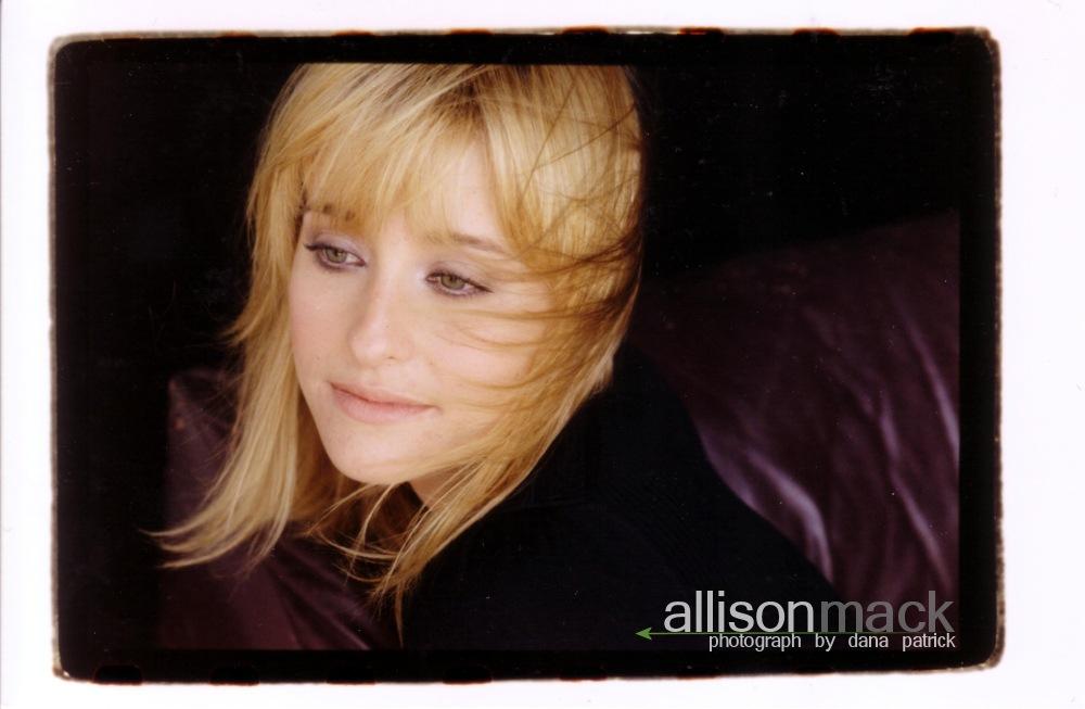 Allison Mack wallpaper...