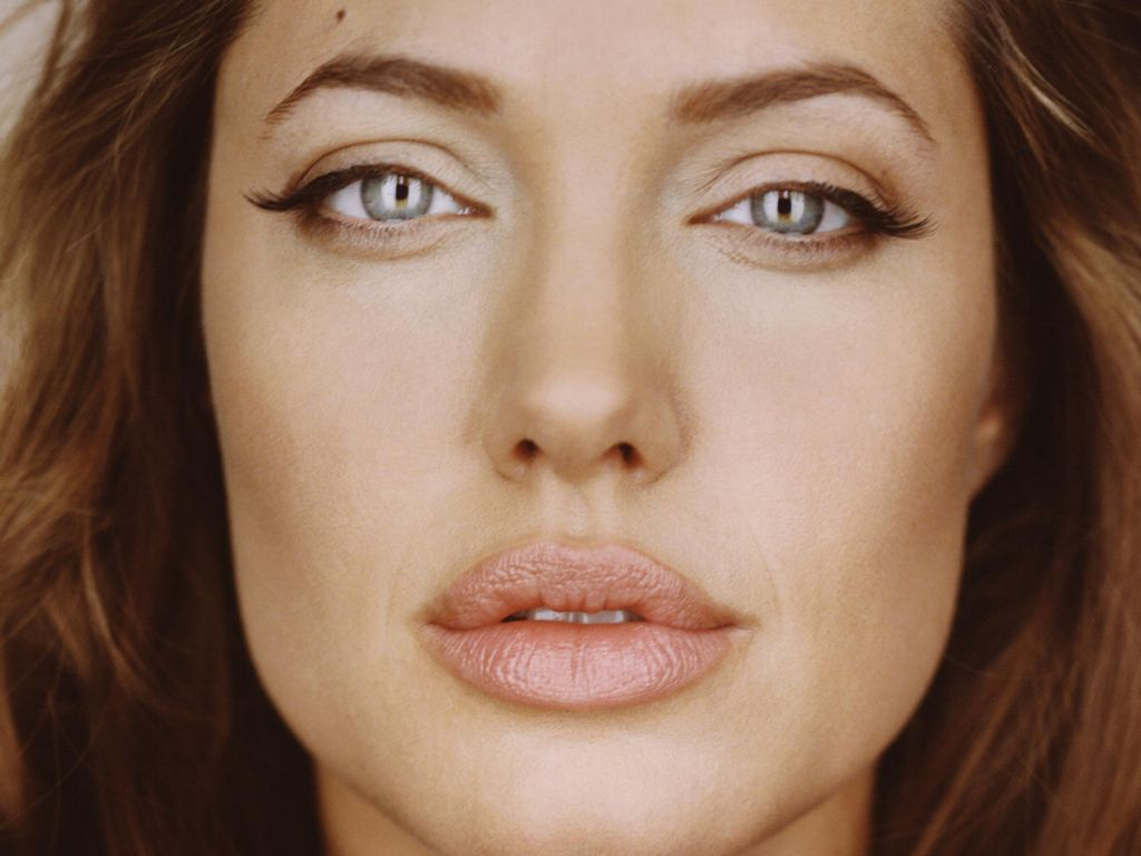 <b>Angelina Jolie</b> wallpapers (33381)