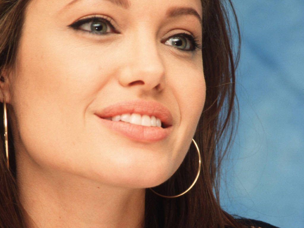 <b>Angelina Jolie</b> wallpapers (33384)