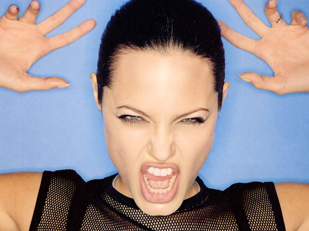 <b>Angelina Jolie</b> wallpapers (33424)