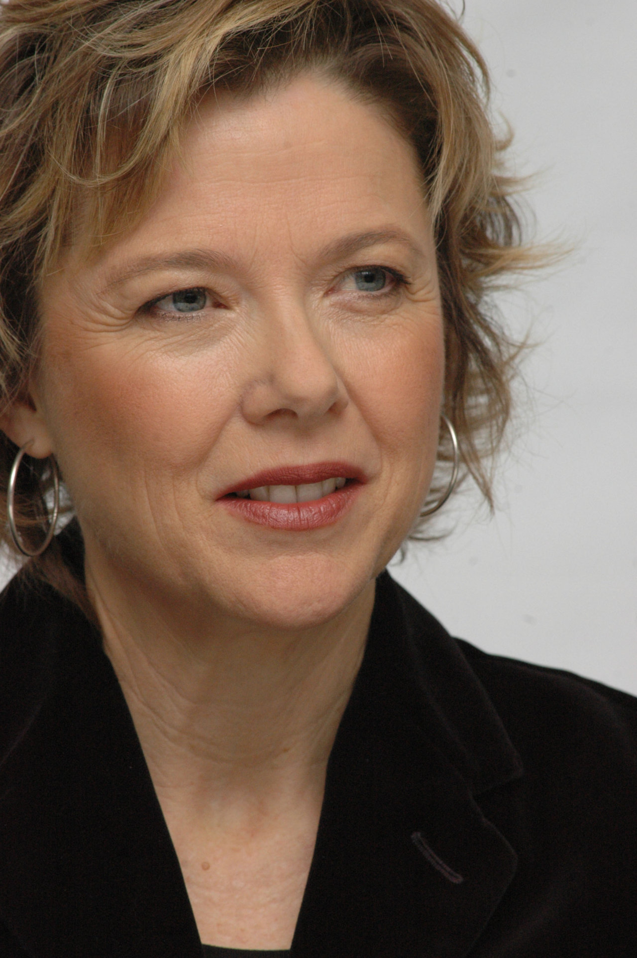 Annette Bening - Wallpaper Gallery