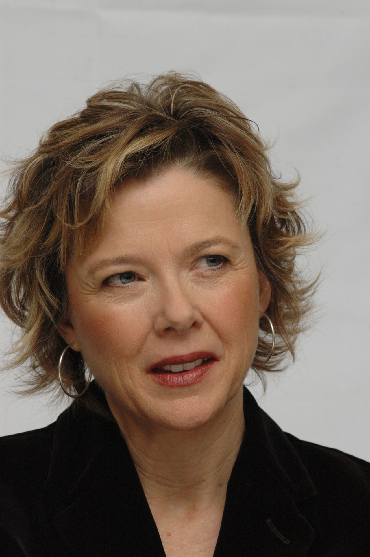 Annette Bening - Wallpaper Colection