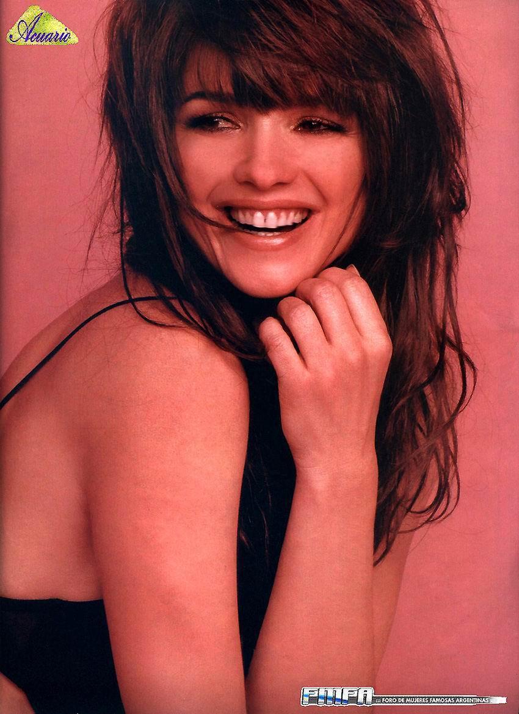 Araceli Gonzalez wallp... Anne Hathaway